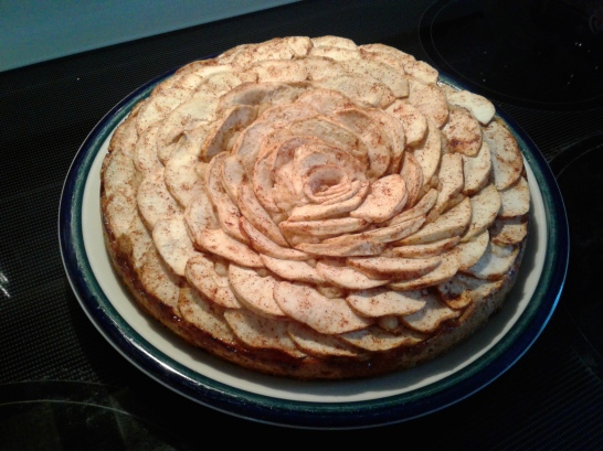 Apple tea cake with sliced apples, cinnamon