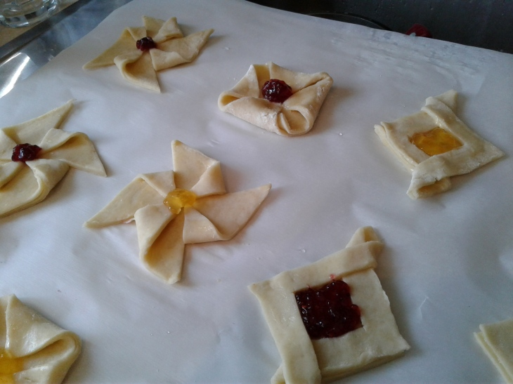 Rough puff pastries with raspberry and apricot jam