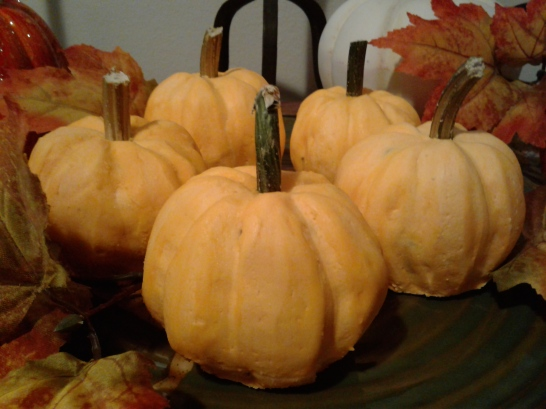 Pumpkin cakes that look like real pumpkins and taste delicious!