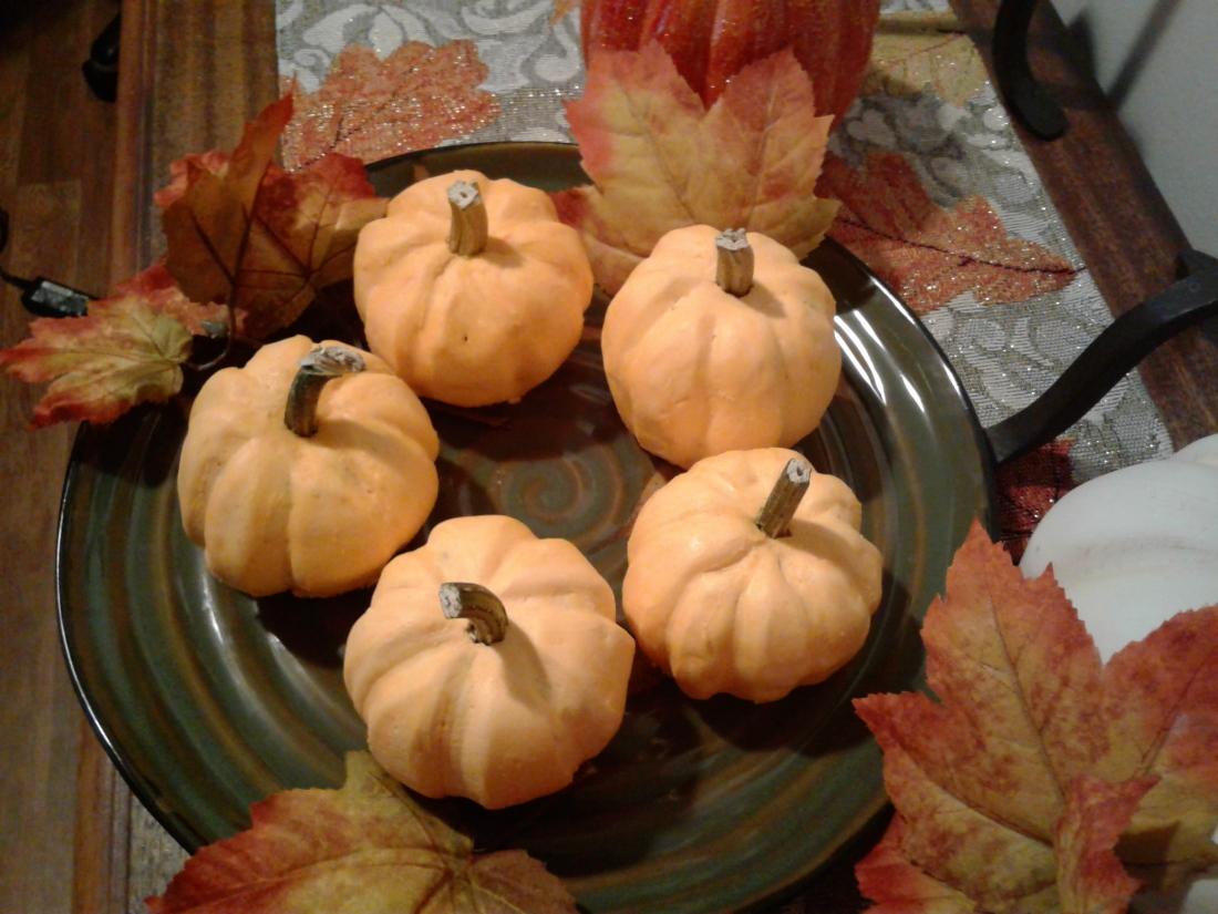 Adorable pumpkin-shaped mini pumpkin cakes