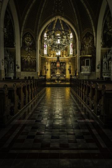 church-interior-2912039_1920