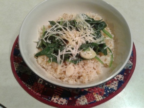 Bowl of brown rice and spinach with garlic